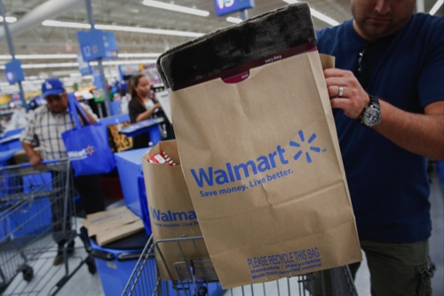 Wal-Mart dismisses 30 China executives in restructuring | MACAU