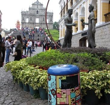 COLUNA--路線6經美化的垃圾桶