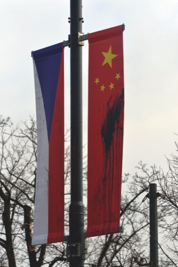 Xi welcomed with defaced flags   MACAU DAILY TIMES 澳門每日時報