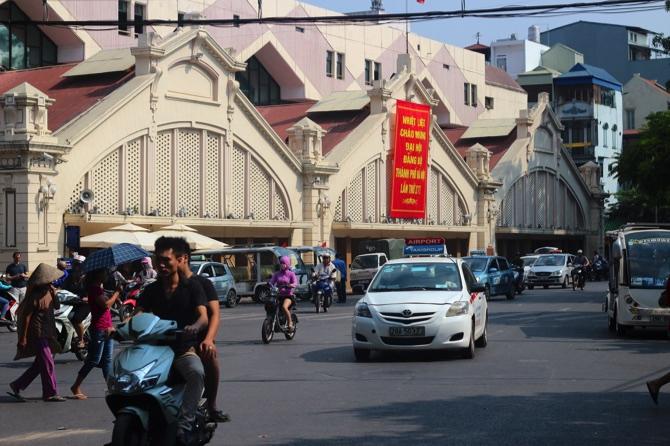 Uber loan program helps Vietnamese swap scooters for new Hondas