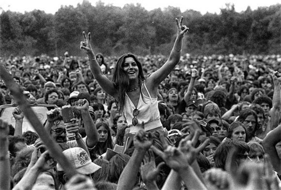an introduction to the history of woodstock a rock music festival The woodstock festival was a three-day concert (which rolled into a fourth day) that involved lots of sex, drugs, and rock 'n roll - plus a lot of mud.
