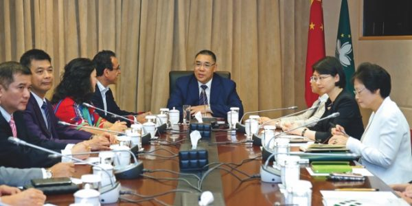 Meeting between the CE and the Macau Civil Servants Association