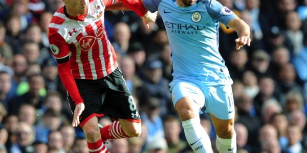 Manchester City's Sergio Aguero, right, and Southampton's Steven Davis battle for the ball