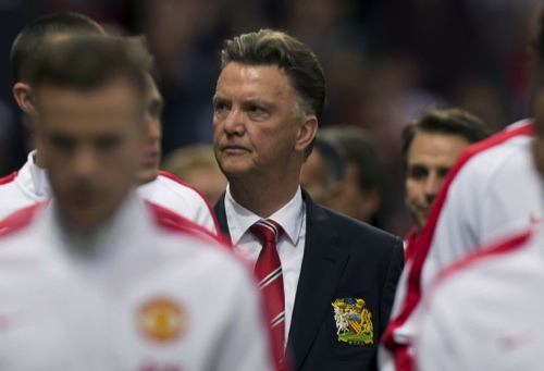 Manchester United's new manager Louis van Gaal (center)
