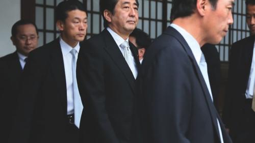Shinzo Abe (center)