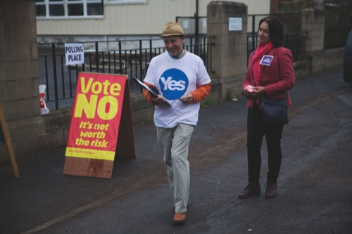 A Yes campaigner and a No campaigner stand outside a polling place in Edinburgh