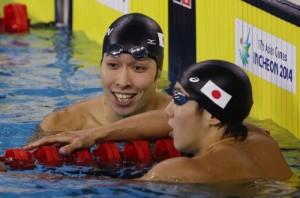Kosuke Hagino, left, talks with compatriot Hiromasa Fujimori after winning the men's 200-meter individual medley swimming final at the 17th Asian Games