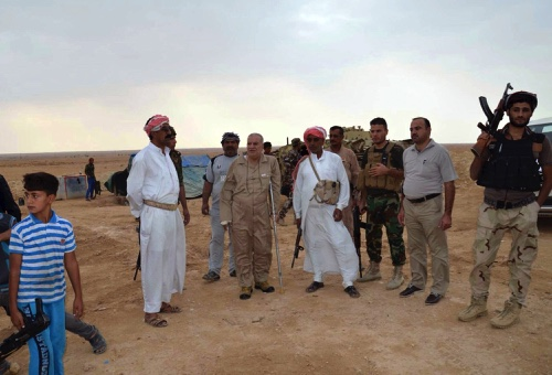 Iraqi security forces and tribal fighters gather to defend the city of Haditha, 240 km northwest of Baghdad
