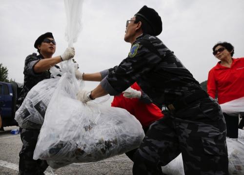 South Korea Defectors Send Money