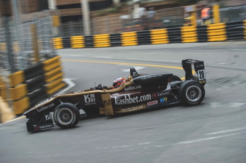 Felix Rosenqvist passes the Melco hairpin