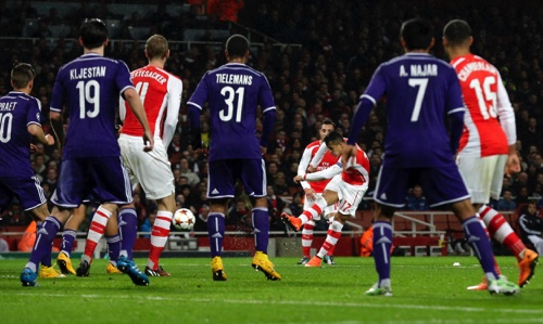 Arsenal's Alexis Sanchez, third from right, scores his side's second goal during a Champions League, Group D soccer match