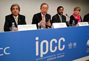 Presenting a report on climate change, with from left, Minister of State for Envionment of Peru Manuel Pulgar-Vidal, UN Secretary General Ban Ki-moon, Chairman of the IPCC Rajendra K. Pachauri and Secretary of the IPCC Renata Christ