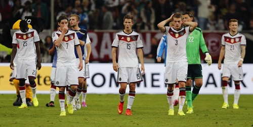 German players leave the pitch after the friendly soccer match between Germany and Argentina in Duesseldorf