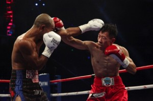 """Ma Yi Ming fights with Tommy Seran at the """"Fist of Power II"""" event in Shanghai"""