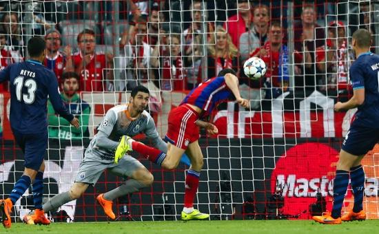 Bayern's Robert Lewandowski, center, scores his side's 3rd goal during the soccer Champions League quarterfinal second leg match between Bayern Munich and FC Porto