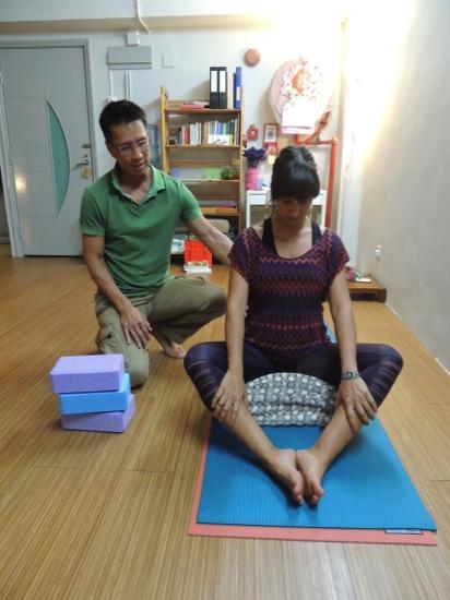 Edward Yu teaches a Feldenkrais class at Yoga Loft Macau