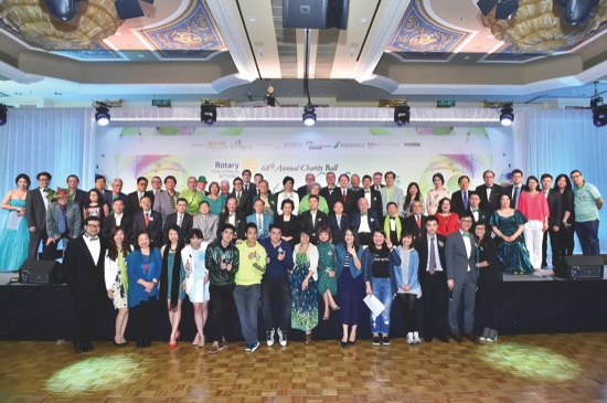 Rotary  family photo with district leaders, Taipei sister clubs, Rotaractors and RC Macau Rotarians