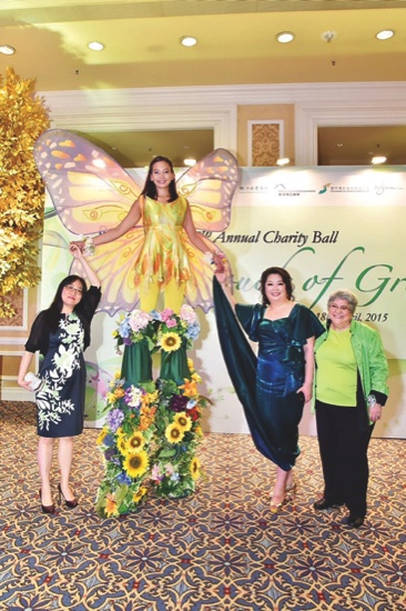 Amazing 'Butterfly' greeting  green-clad guests