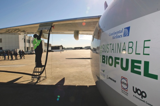 Monte Hawkins prepares to remove the fuel line attached to a Continental Airlines jet for the first biofuel-powered demonstration flight of a U.S. commercial airliner, at Bush Intercontinental Airport in Houston