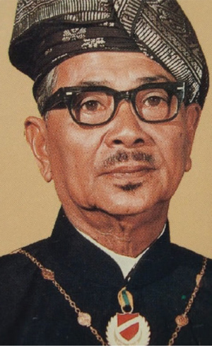 foreign policies of tun abdul razak Since tun abdul razak assumed his position as the second prime minister of malaysia, neutralization had become the key element of malaysia's foreign policy the proposal of neutralization under tun abdul razak had two levels of implementation.