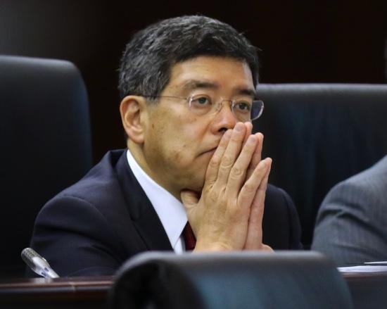 Raimundo do Rosário thinks while listening to a lawmaker