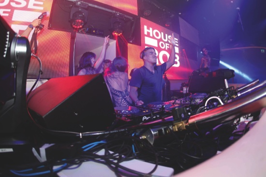 DJ Erick Morillo's electrifying act officially opens the doors of the legendary night club in Macau to party goers and music fans in Asia