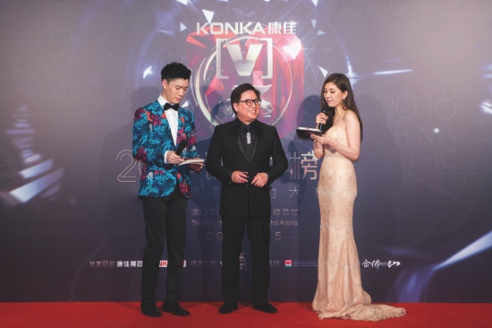 Sands China president and COO, Wilfred Wong (center)