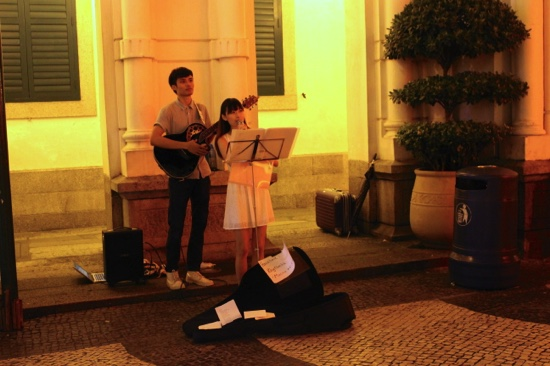 A Hong Kong duet plays at Senado Square