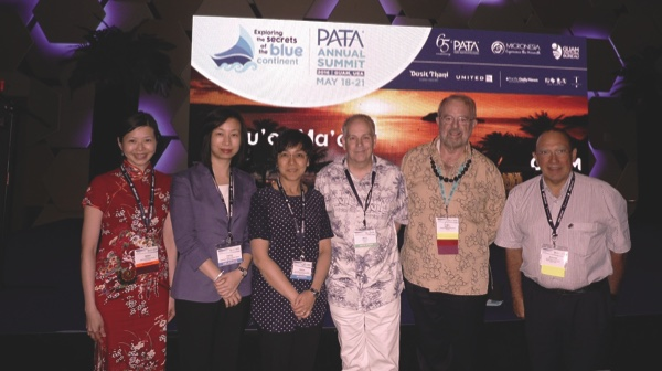 Senna Fernandes, PATA CEO Mario Hardy (center) and outgoing chairman Kevin Murphy (2nd right) with Macau delegates