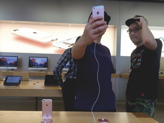 Apple Loses Lawsuit over the Name iPhone