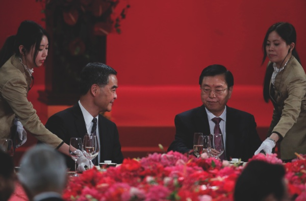 Hong Kong Chief Executive Leung Chun-ying (left) looks at Zhang Dejiang (right) chairman of China's National People's Congress, during a banquet