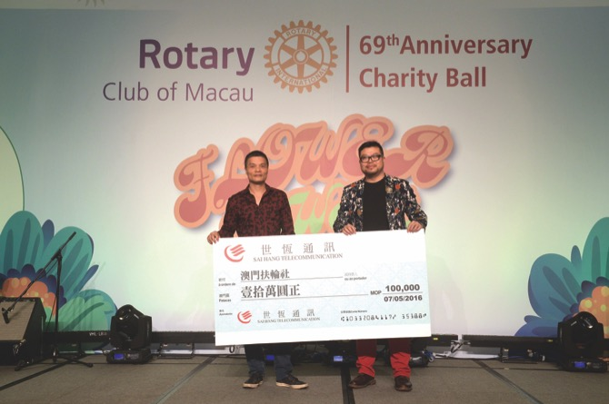 Cheque Donation of MOP100,000 from Sai Hang Telecommunications to Rotary Club of Macau's Service Projects