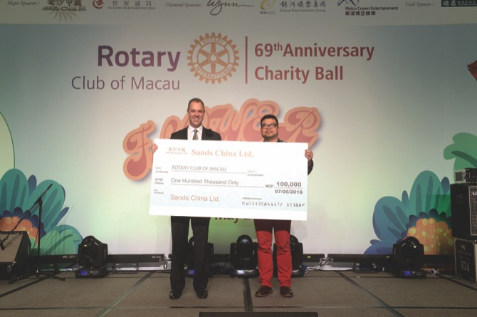 """Cheque Donation of MOP100,000 from Sands China Ltd designated for Rotary Club of Macau's """"Happy Garden"""" Horticulture Therapy for the Rehabilitation of the Mentally-Ill Patients and Rotary Day with Grannies"""