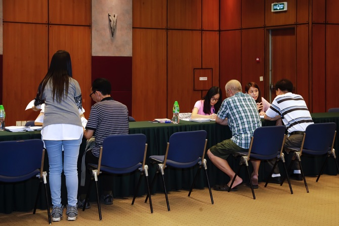 Service counters were set up to assist those who are affected by the six-month operation suspension of the Beijing Imperial Palace Hotel