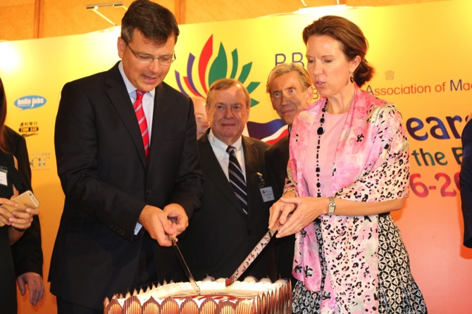 BBAM chairman Henry Brockman (left) and British consul general Caroline Wilson (right) cut a birthday cake for the 10-year-old association